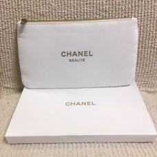 1e1512c5c77647 CHANEL BEAUTE White Makeup Cosmetic Bag Pouch Champagne Gold Zipper & Logo