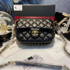 CHANEL BEAUTÉ GIFT - Black small flap bag