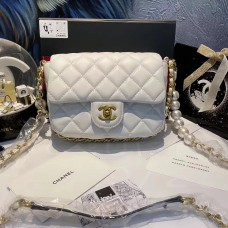 CHANEL BEAUTÉ GIFT - White small flap bag