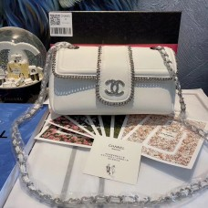 CHANEL BEAUTÉ GIFT - White Flap Bag